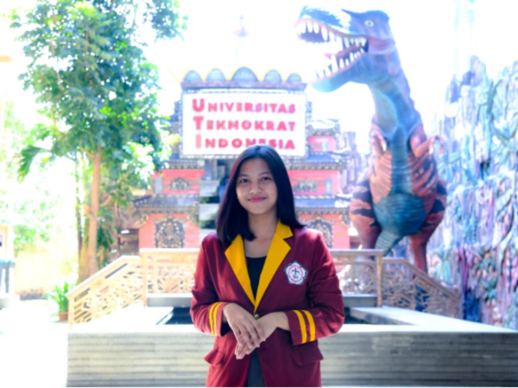 Mahasiswi Universitas Teknokrat Indonesia Juarai Singing Contest National English Fair