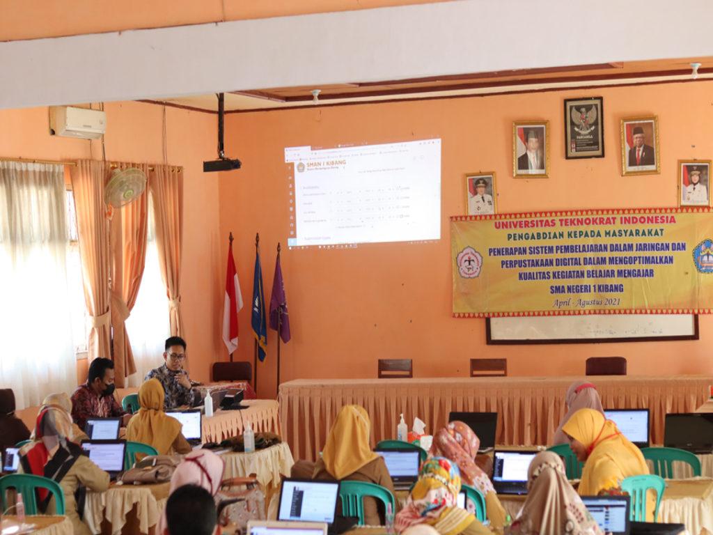 Universitas Terbaik di Lampung, Tim PKM Teknokrat Latih Guru dan Siswa SMAN 1 Kibang Optimal Belajar Daring