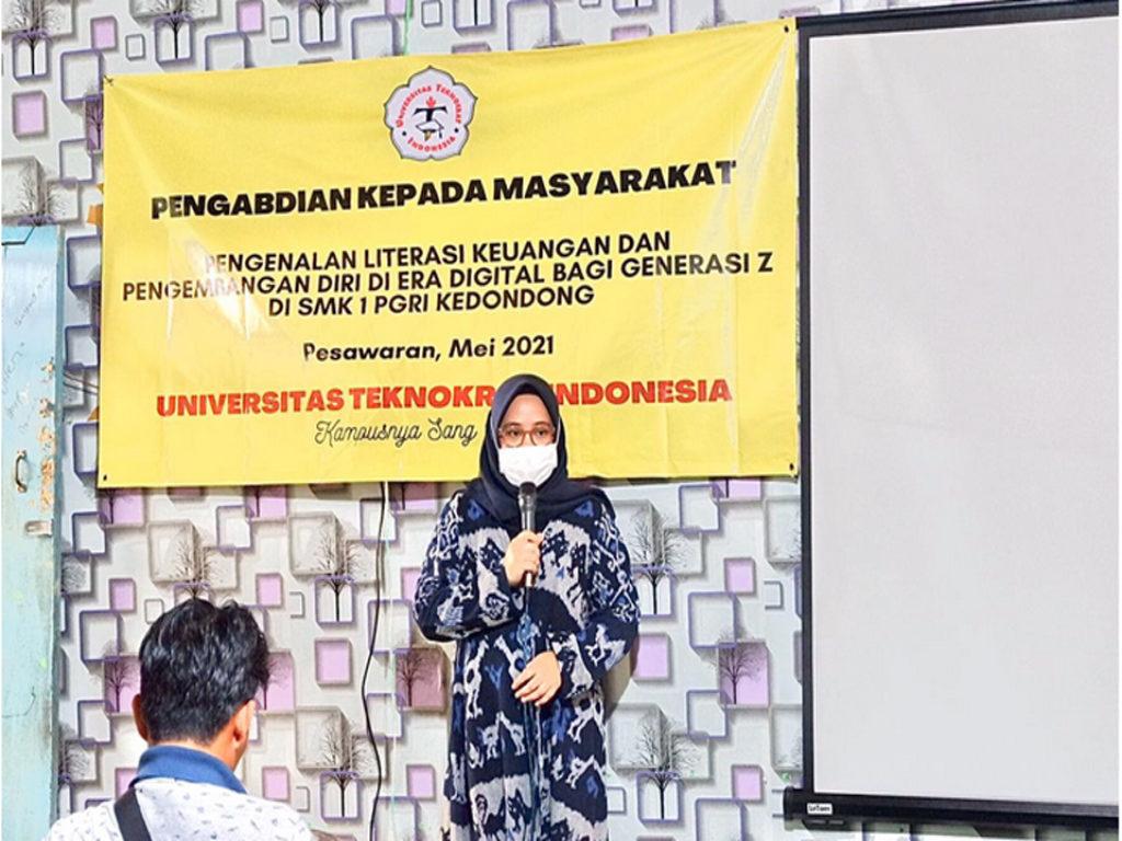 Tim PKM Universitas Teknokrat Indonesia, Ajarkan Bermedsos yang Baik di SMK PGRI 1 Kedondong, Pesawaran